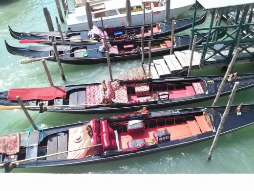 Gondolas waiting for guests