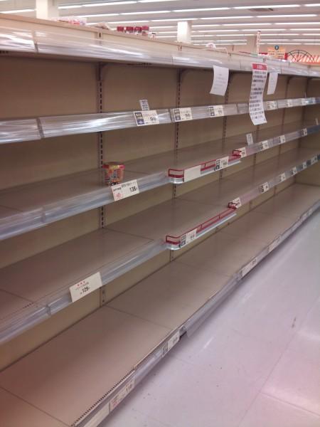 震災から五日後の近所のスーパー